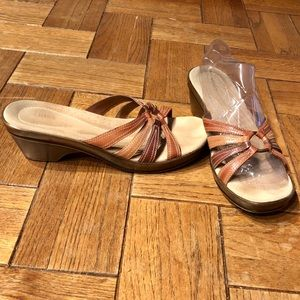 Bass Great Condition Brown Sandals SZ 11